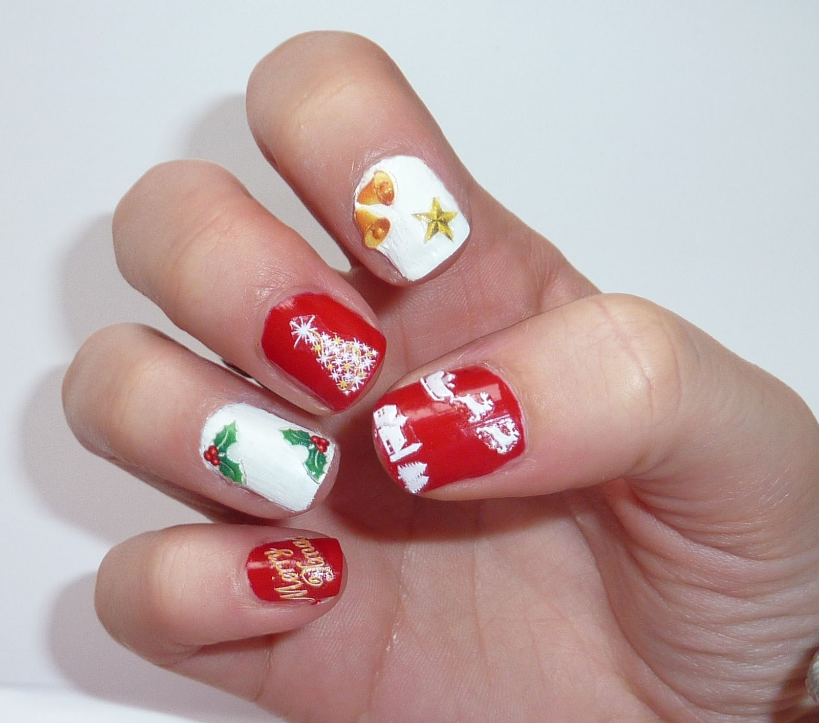 Sophie Jenner Nails Christmas Nail Art
