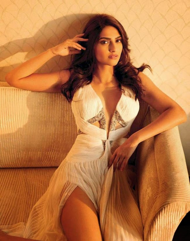 Latest 2015 Sonam Kapoor Hot Sexy Hd Wallpapers 1080p
