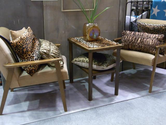 Vintage Sessel 50er 60er Jahre mit Leopardenkissen Metallickissen gemixt Trend 2013 pad