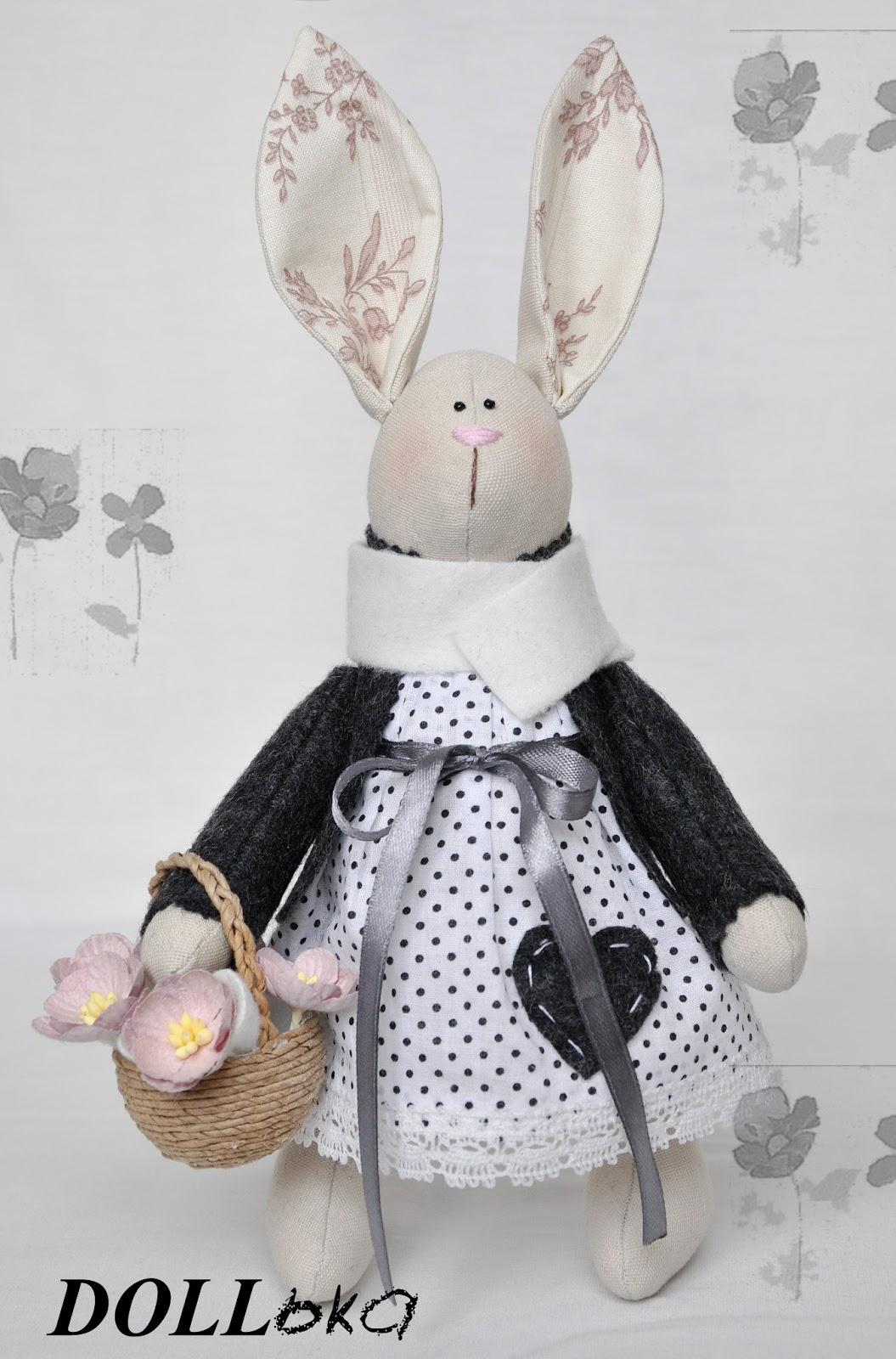 Зайка с корзинкой подснежников текстильная игрушка ручной работы