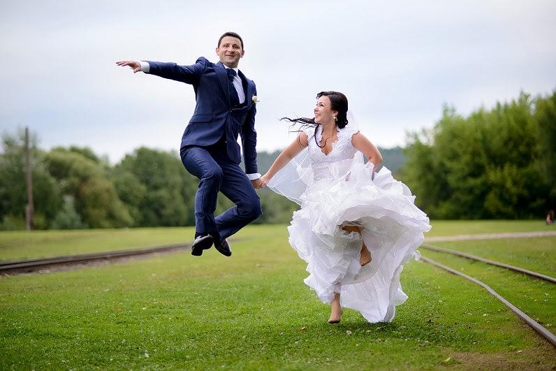 vestuvių nuotraukos prie geležinkelio