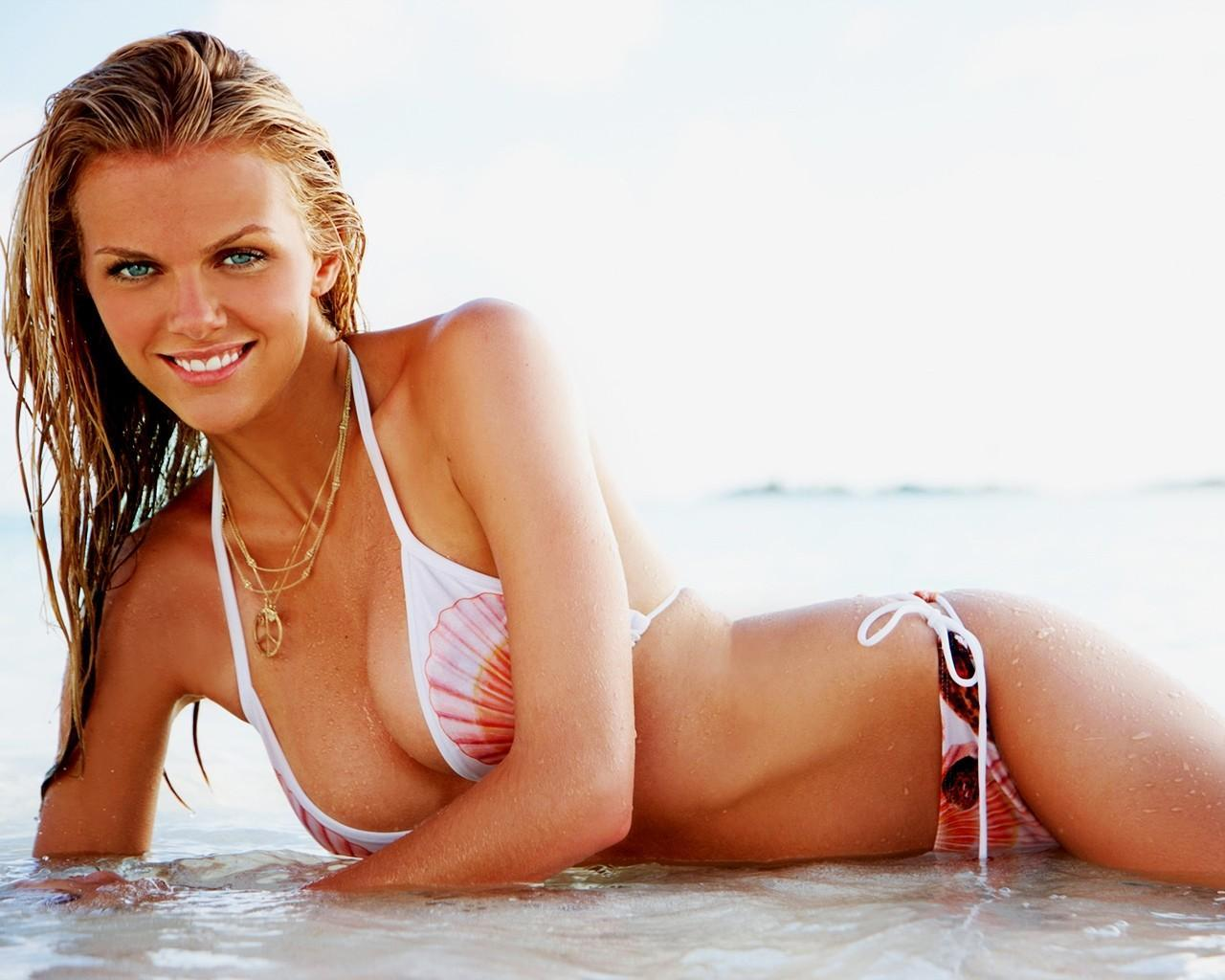 BROOKLYN DECKER   HOT MODELS AND ACTRESS PICTURES
