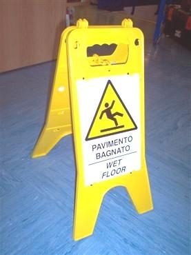 Novara metalli il blog cavalletto con cartello - Cartello pavimento bagnato ...