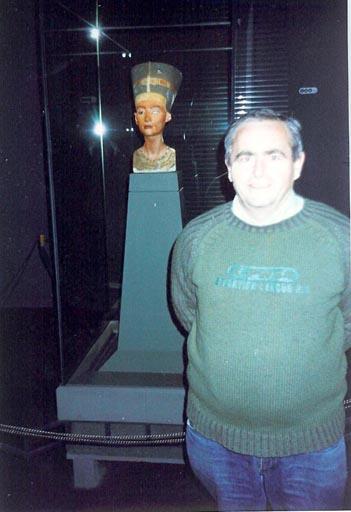 CON NEFERTITIS EN EL MUSEO EGIPCIO DE BERLIN