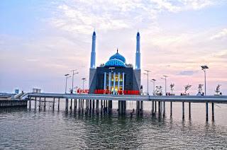 Masjid Losari Beach