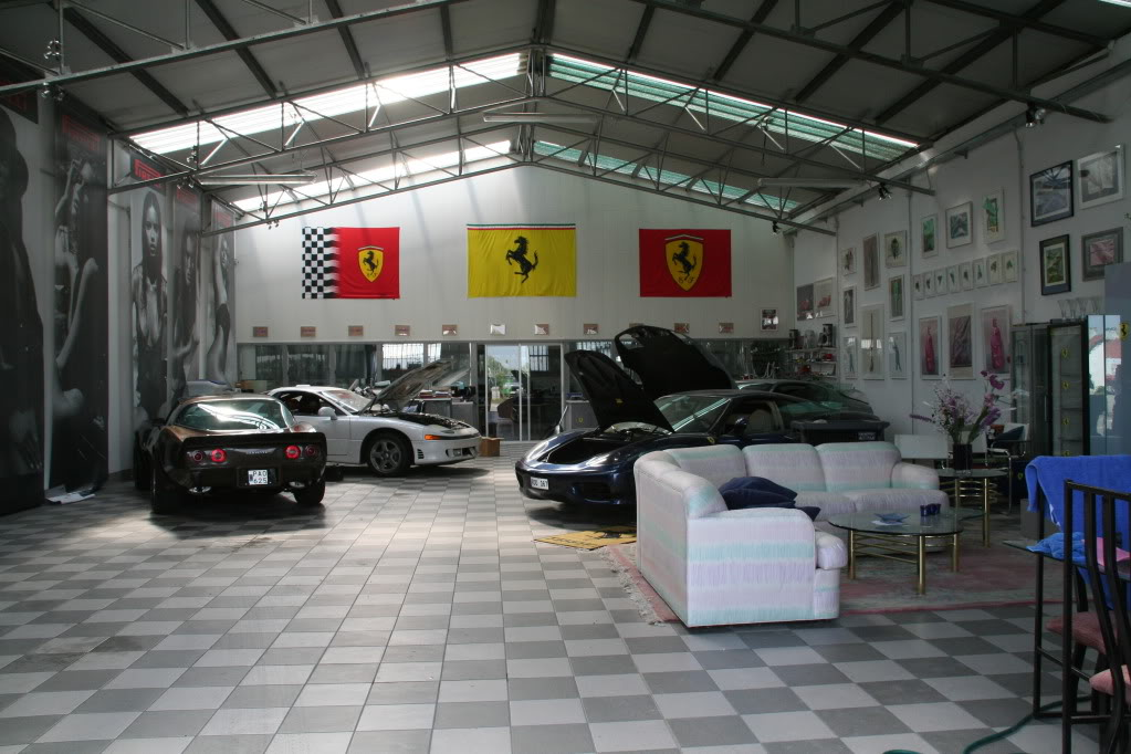 Ultimate garages amazing garages for Garage gallieni nice