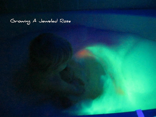 Make your own glowing bath bubbles