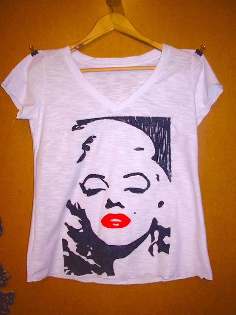 "Camiseta estampada em Xilogravura - Série ""Marilyn Monroe"""