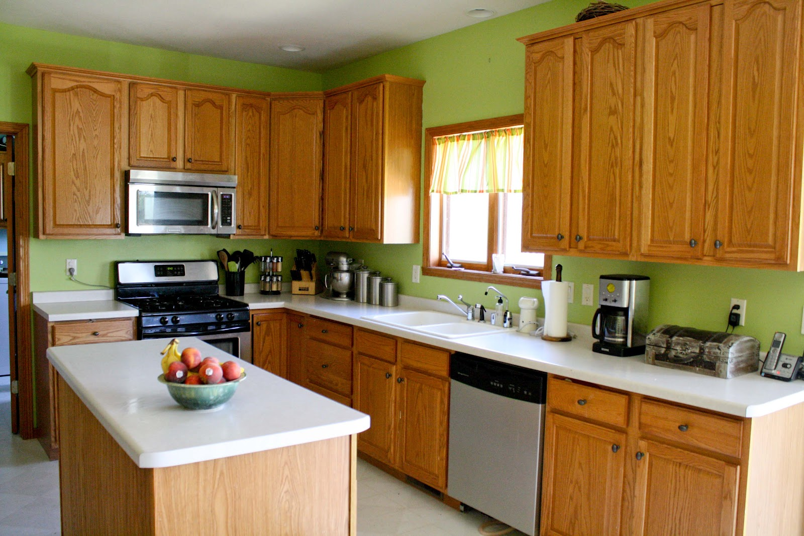 Paint Colors For Kitchens With Medium Oak Cabinets. Kitchen Paint . Full resolution  image, nominally Width 1600 Height 1067 pixels, image with #79410A.