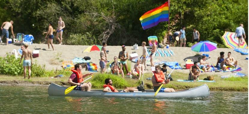 Paddy, Agustín y Dom, de paseo en canoa