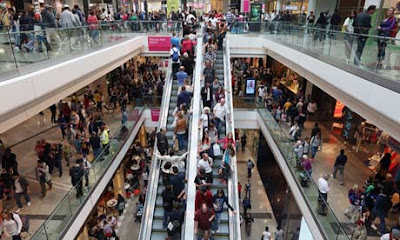Shoppers in malls Tracked