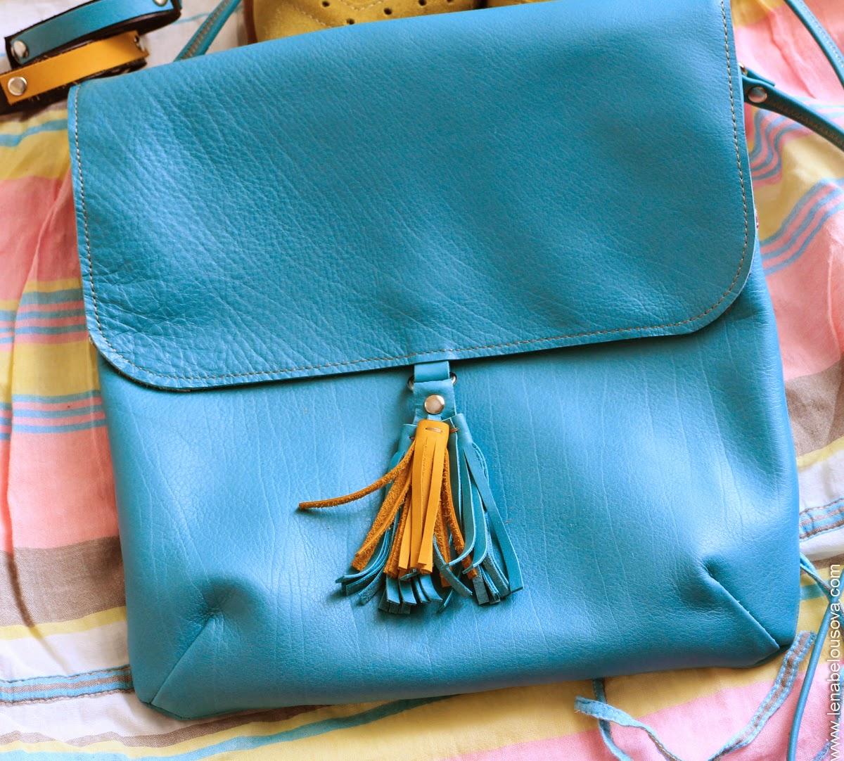 Маленькая сумочка с кисточками