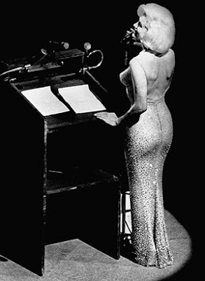 "Marilyn cantando ""Happy Birthday Mr. President"""