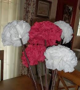 http://www.joquebonito.com/2014/01/diy-tutorial-para-hacer-flores-con.html
