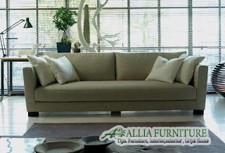 model sofa dengan bantal selaras