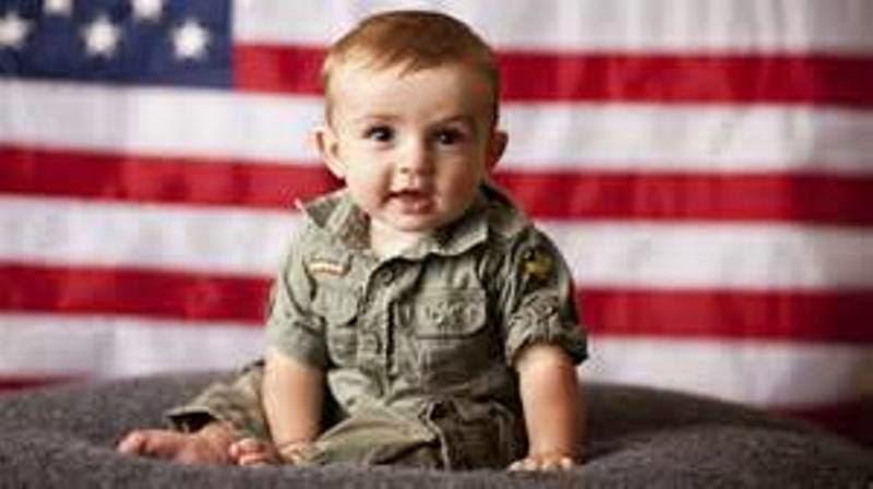 Foto bayi lucu pakai kostum tentara