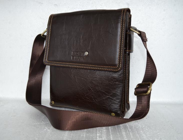 Tas kulit ini berukuran tinggi 23cm dan lebar 20cm. berikut