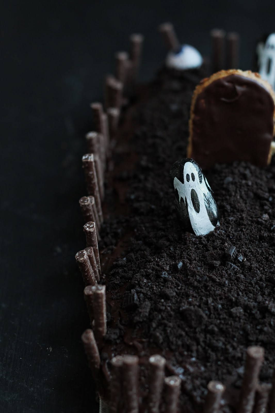 Hallowe'en Graveyard Cake, this is chocolate heaven and easier than you'd think to make. GoodFoodShared.Blogspot.com