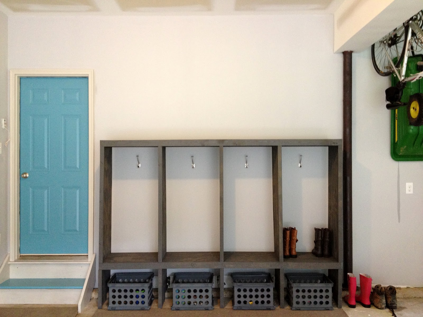 Diy mudroom lockers garage mudroom makeover for Garage mudroom