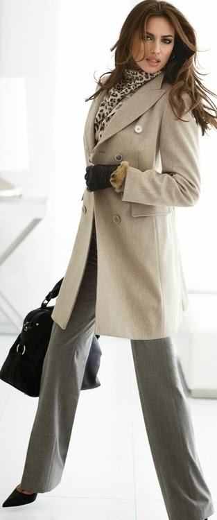 Beige trench coat, leoard scarf and black bag combination for fall