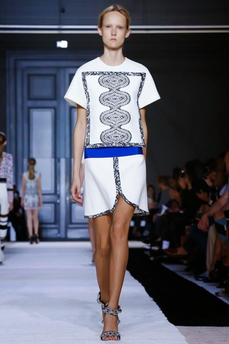 Giambattista Valli spring summer 2015, Giambattista Valli ss15, Giambattista Valli, Giambattista Valli ss15 pfw, Giambattista Valli pfw, pfw, pfw ss15, pfw2014, fashion week, paris fashion week, du dessin aux podiums, dudessinauxpodiums, vintage look, dress to impress, dress for less, boho, unique vintage, alloy clothing, venus clothing, la moda, spring trends, tendance, tendance de mode, blog de mode, fashion blog,  blog mode, mode paris, paris mode, fashion news, designer, fashion designer, moda in pelle, ross dress for less, fashion magazines, fashion blogs, mode a toi, revista de moda, vintage, vintage definition, vintage retro, top fashion, suits online, blog de moda, blog moda, ropa, asos dresses, blogs de moda, dresses, tunique femme, vetements femmes, fashion tops, womens fashions, vetement tendance, fashion dresses, ladies clothes, robes de soiree, robe bustier, robe sexy, sexy dress