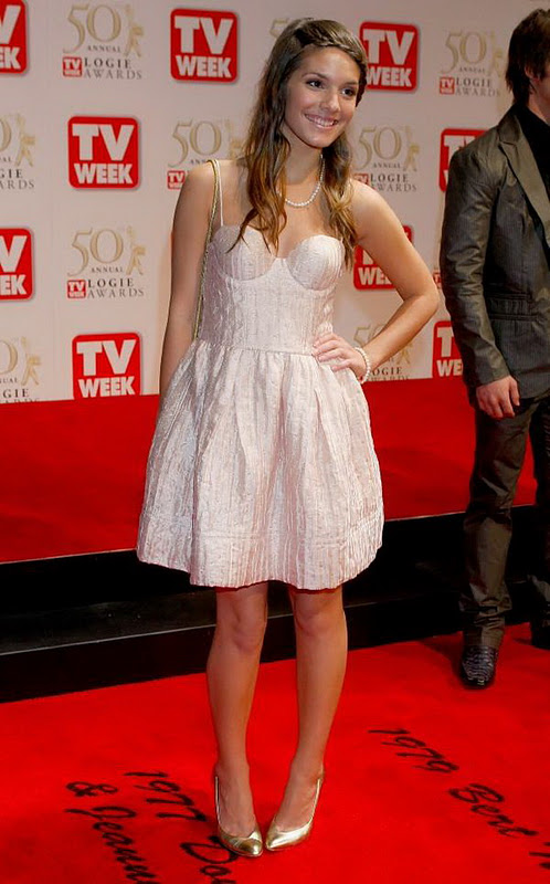 Caitlin Stasey Pictures