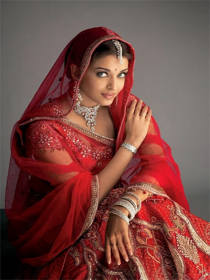 Aishwarya rai in red saree looks very cute
