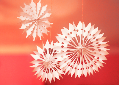 1 how to paper snowflakes