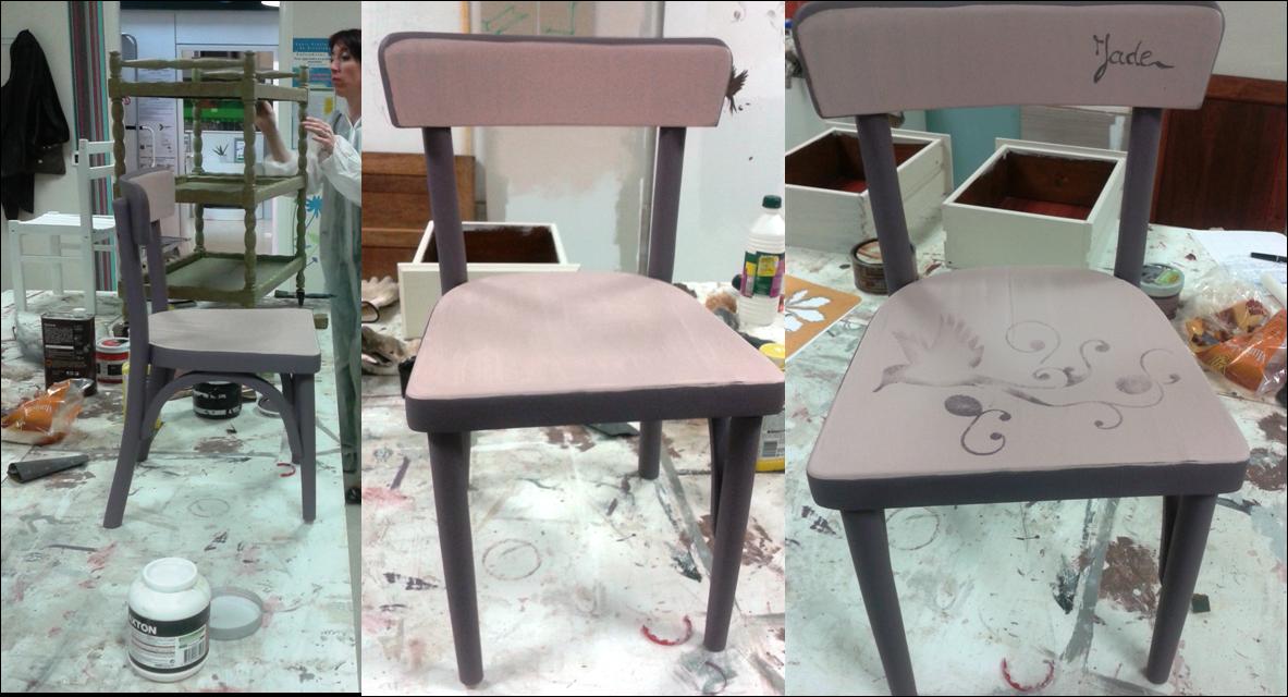 Peinture sur meuble ensemble chaise et bureau enfant for Ensemble meuble bureau
