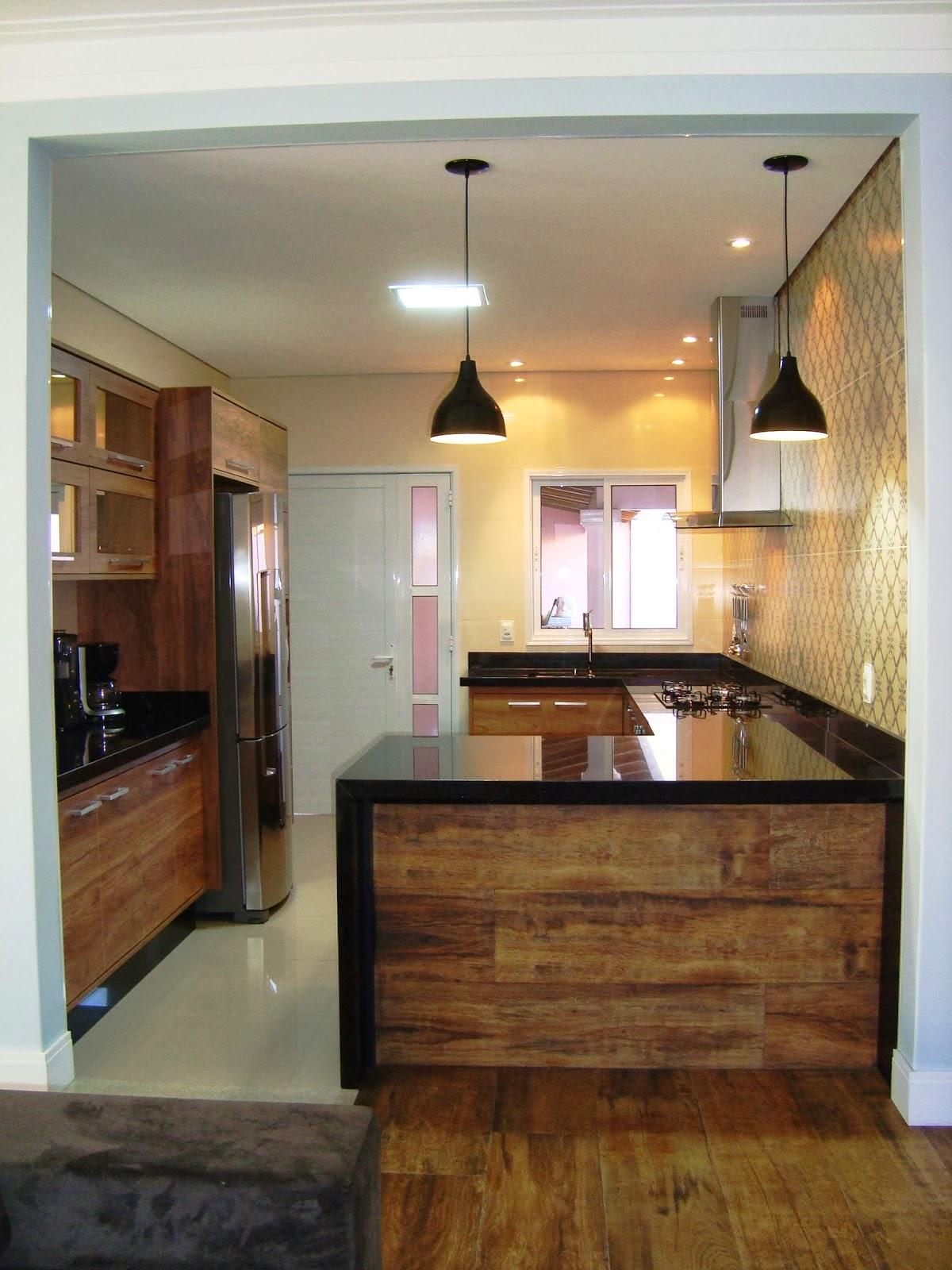 #9A7531  janela do lado da porta é assim que vai ser na minha cozinha 586 Janelas Em Madeira Para Cozinha