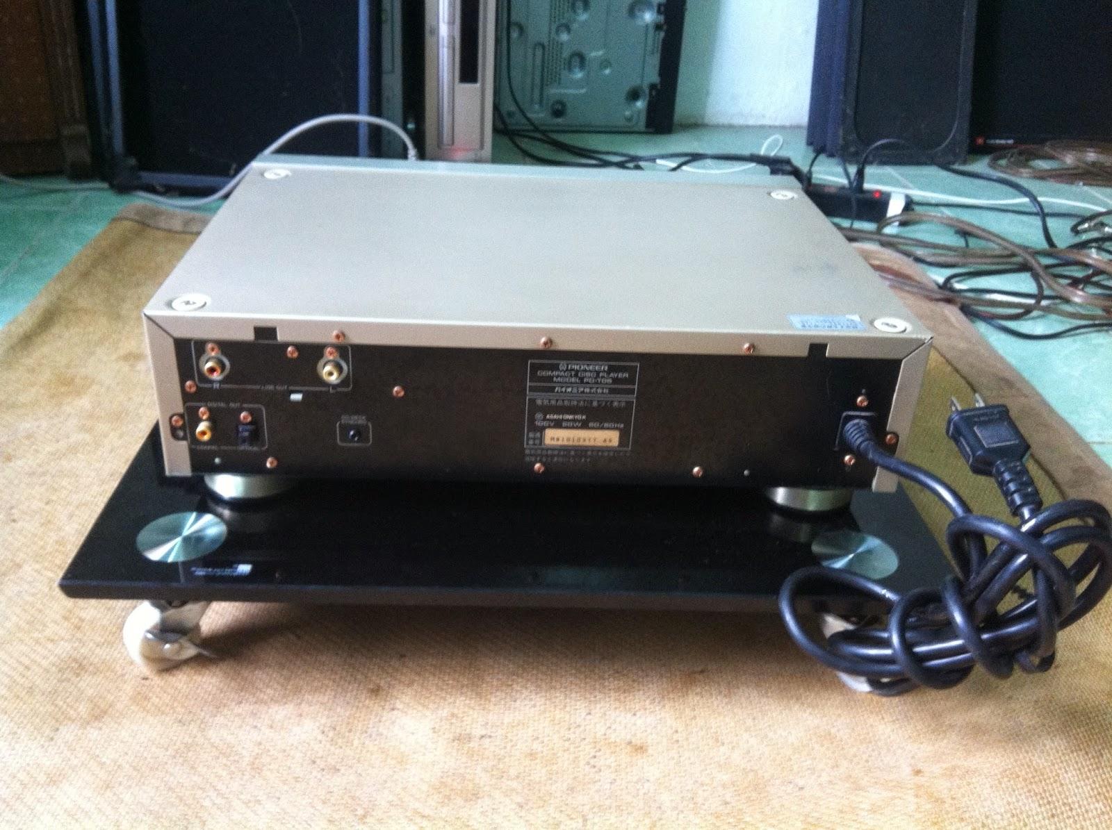 Mặt sau đầu CD Pioneer PD T05