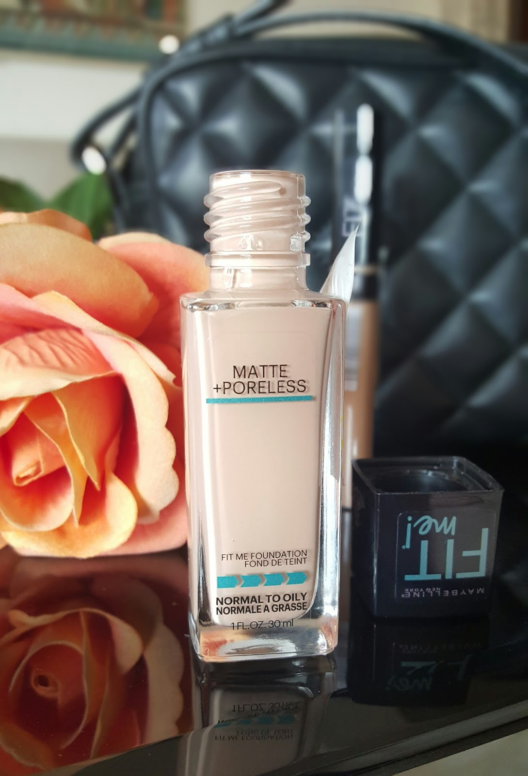 Ridzi Makeup Maybelline Fit Me Matte Poreless Foundation Review 30ml After Application It Doesnt Feel Dry On My Skin Didnt Even Cause Any Breakouts I Dont Layer This But You Can Definitely Build To Get