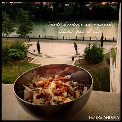IMAGE 1 JOUR = 1 SALADE : Endives au roquefort, raisins secs et noix