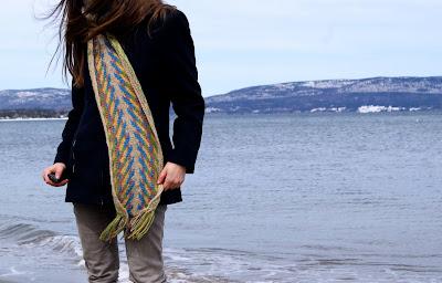 foulard tricoté fléché