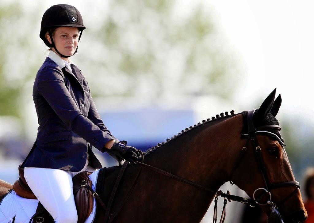Δείτε την Αθηνά Ωνάση να ξεσπάει σε λυγμούς μετά τον τραυματισμό του αλόγου της... [photo]