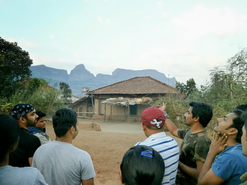 Our team lead Nilesh Patil explaining about the trek