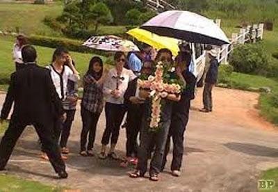 Pemakaman Olivia Dewi1