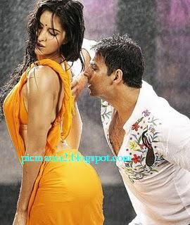 Salman Khan Katrina Kaif Hot seducing and navel kissing in wet