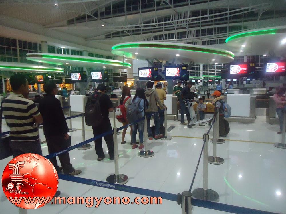 Ngantri Chek ini di terminal Keberangkatan Bandara Sepinggan, Balikpapan, Kalimantan Timur.