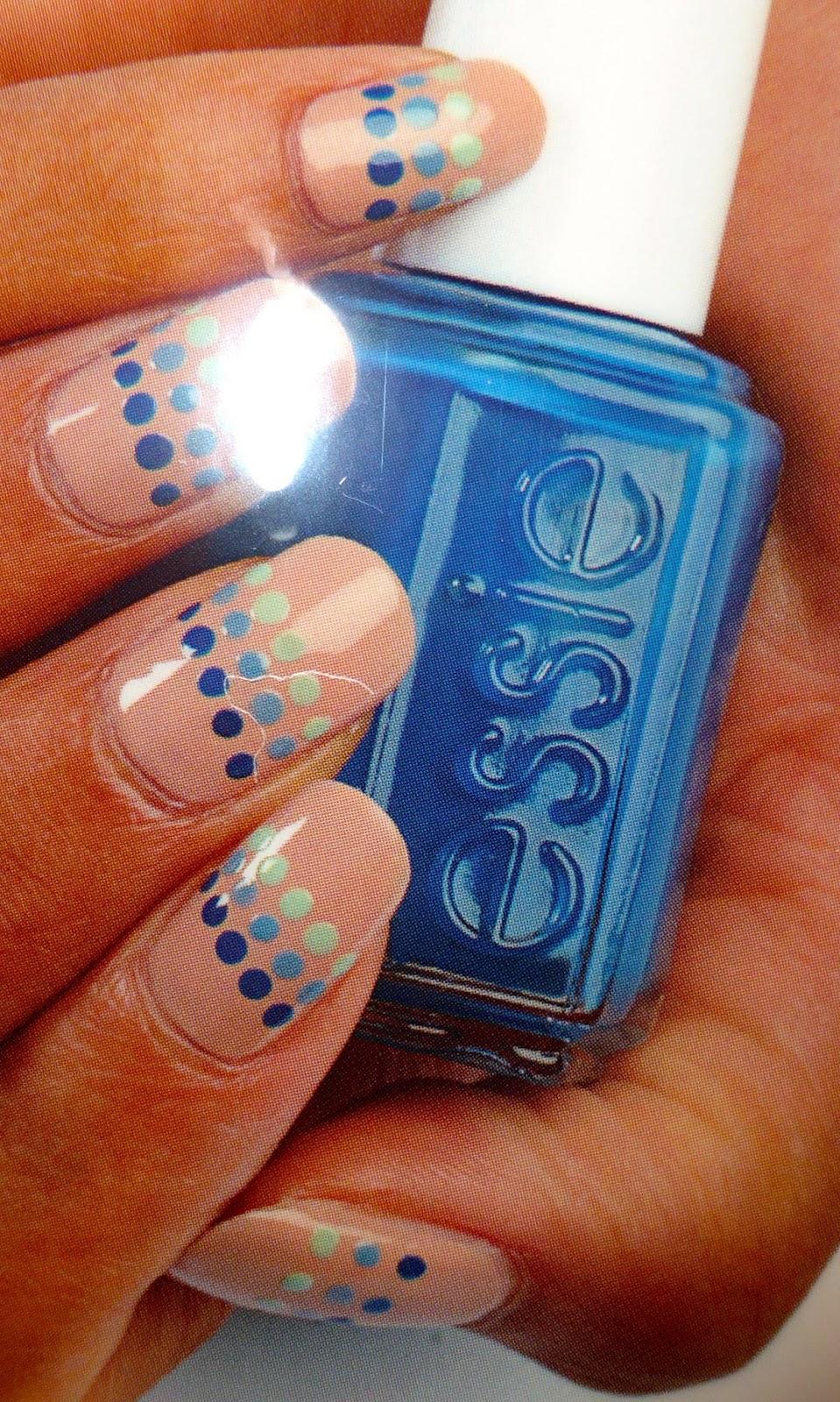 Une autre suggestion d'application de ce superbe bleu azur : Hide & Go Chic, avec une base de All In One.