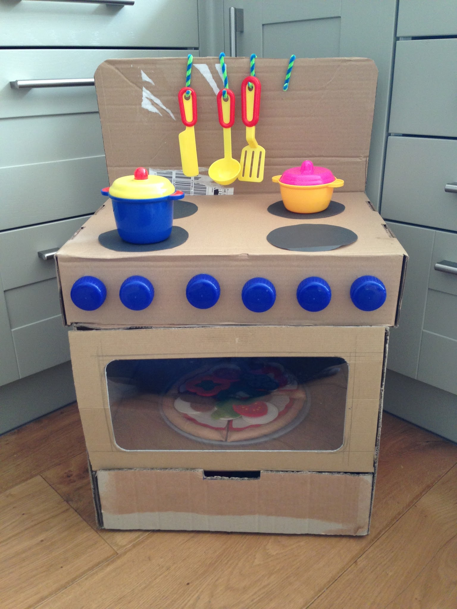 2 littlefaces diy cardboard box oven for Kitchen crafts to make