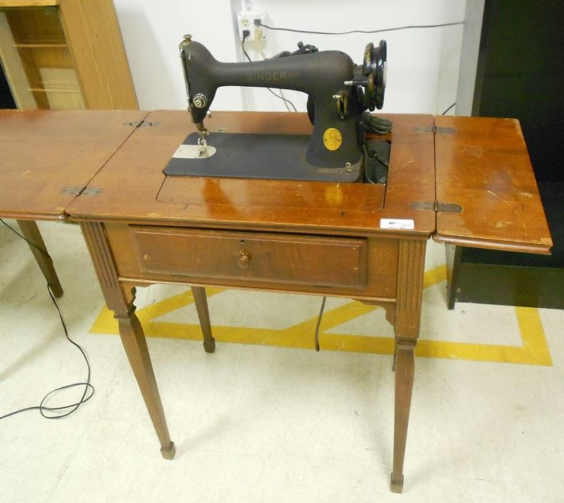 1947 singer featherweight sewing machine