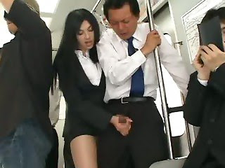 Азиатка дрочит член мужика в автобусе