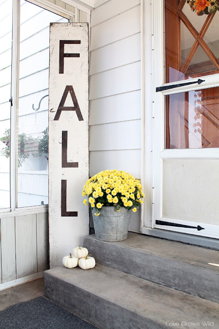 Make a big impact with this Giant Distressed Fall Sign! from LoveGrowsWild.com #diy #sign #fall