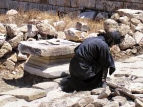 Ἀπὸ τὸν Ναὸ τοῦ Ἀπόλλωνος Αἰγλήτου στὴν Ἀνάφη
