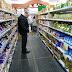 Papás modernos: van al supermercado, eligen qué comer y compran en función de lo que es sano para sus hijos