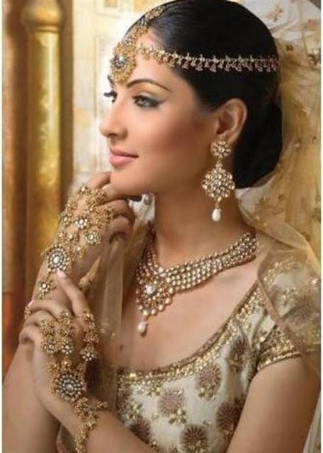 Fashionable Artificial Pakistani jewelry