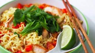 Bahaya Makan Mie Instan Campur Nasi