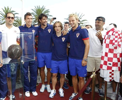 Modric with some teammates of Croatia