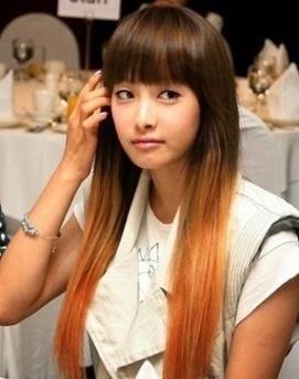 Potongan rambut panjang berponi